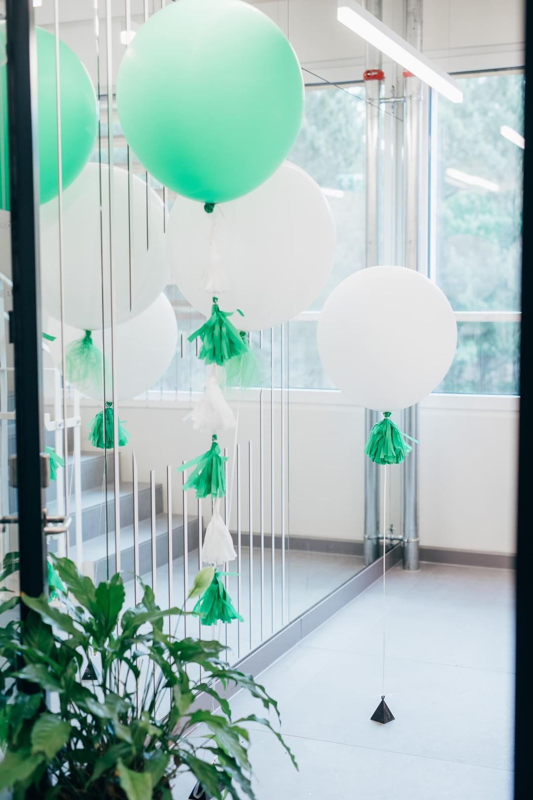 Pidu kontoris, dekoratsioonid kontorisse